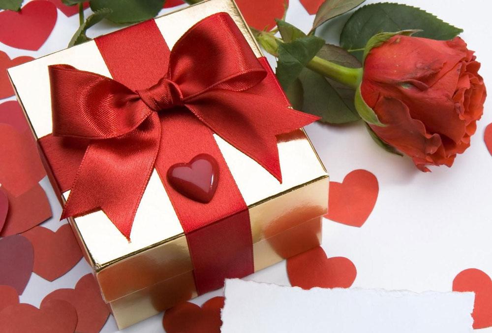 Что подарить на годовщину отношений