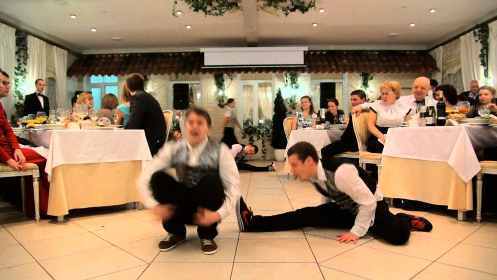 Почему едут работать официантом в Крыму