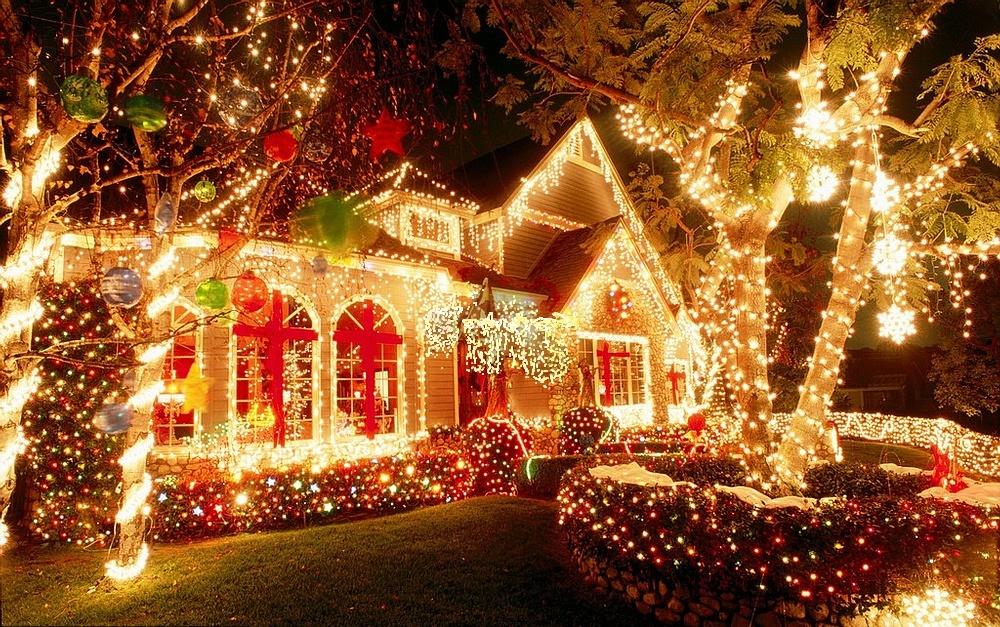 Украшаем загородный дом на новый год