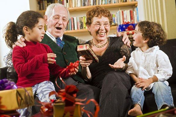 Что подарить бабушке на Новый год 2015