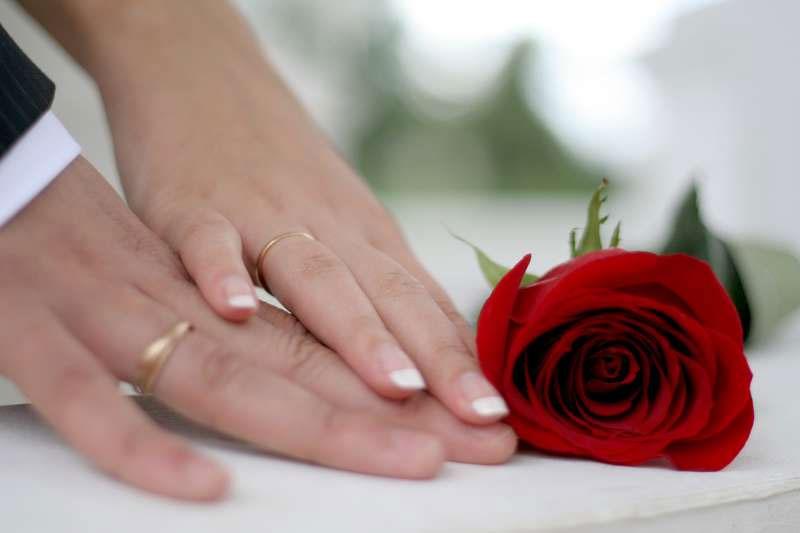 Что подарить на годовщину свадьбы друзьям