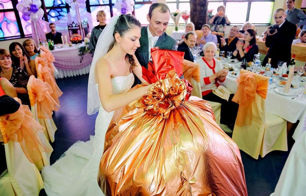 Что можно подарить недорого на свадьбу