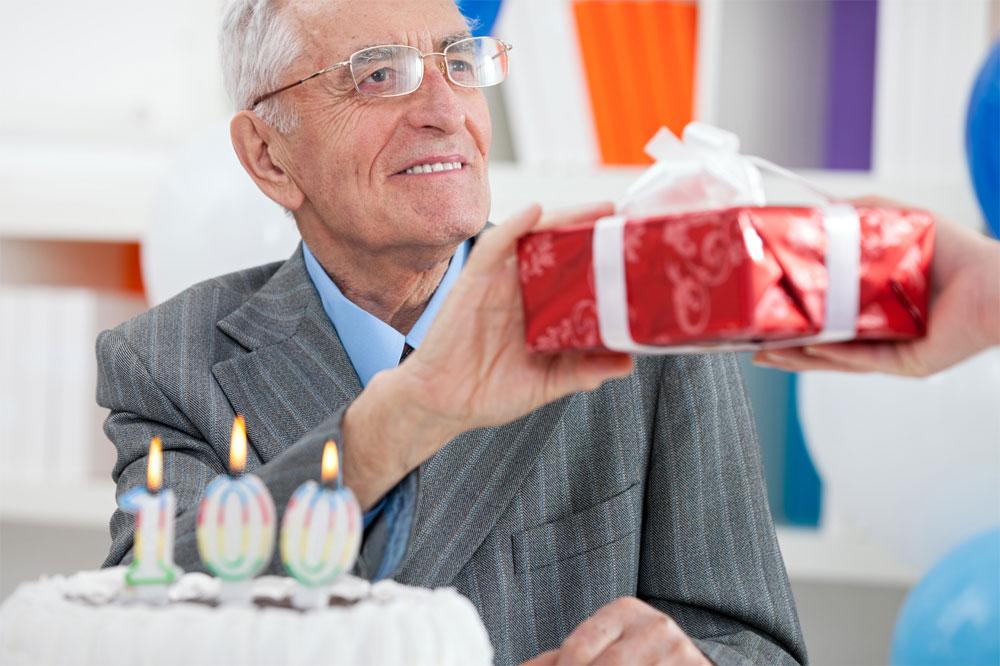 Что подарить дедушке на день рождения
